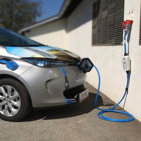 NRHkick-charger-mobile-32A-renault-zoe